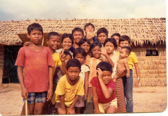 Enfants orphelins dans les camps de réfugiés en Thaïlande